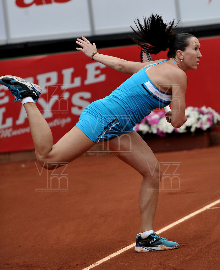 BOGOTA - COLOMBIA - FEBRERO 21-02-2013: Jelena Jankovic de Serbia, devuelve la bola a Mariana Duque de Colombia, durante partido por la Copa de Tenis WTA Bogotá, febrero 21de 2013. (Foto: VizzorImage / Luis Ramírez / Staff).  Jelena Jankovic from Serbia returns the ball to Mariana Duque from Colombia, during a match for the WTA Bogota Tennis Cup, on February 21, 2013, in Bogota, Colombia. (Photo: VizzorImage / Luis Ramirez / Staff) ..............
