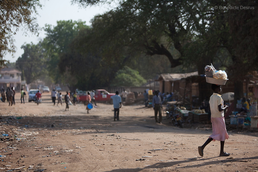11 januay 2011 - Juba, South Sudan - Juba scene. Ballots are counted following a weeklong independence referendum in Juba, the capital of Southern Sudan. Photo credit: Benedicte Desrus / Sipa Press