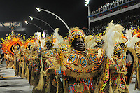 SAO PAULO, SP, 18 DE FEVEREIRO DE 2012 - CARNAVAL 2012 - SP - DESFILE ACADEMICOS DO TUCURUVI - Integrantes da escola de samba Academicos do Tucuruvi durante desfile do grupo especial do Carnaval 2012 de Sao Paulo, no Sambodromo do Anhembi na regiao norte da capital paulista, na madrugada deste sabado, 18. (FOTO: ADRIANO LIMA - BRAZIL PHOTO PRESS).