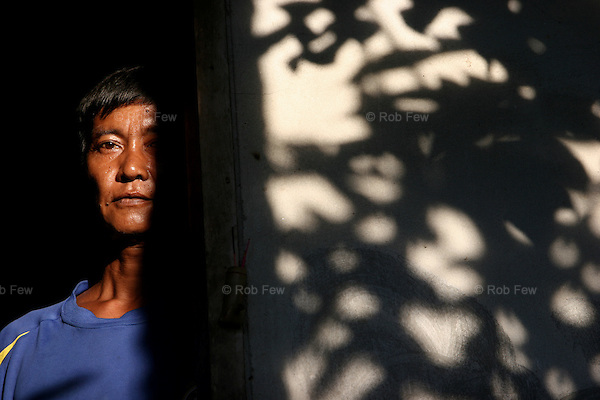 Most of these migrants live in the shadows. Two thirds of them are unregistered. They are usually paid less than the minimum wage and have little protection from employers who cheat them or local officials who demand bribes under threat of deportation back to Myanmar (Burma). For many, deportation would mean prison, torture or death at the hands of the Burmese junta.<br />
