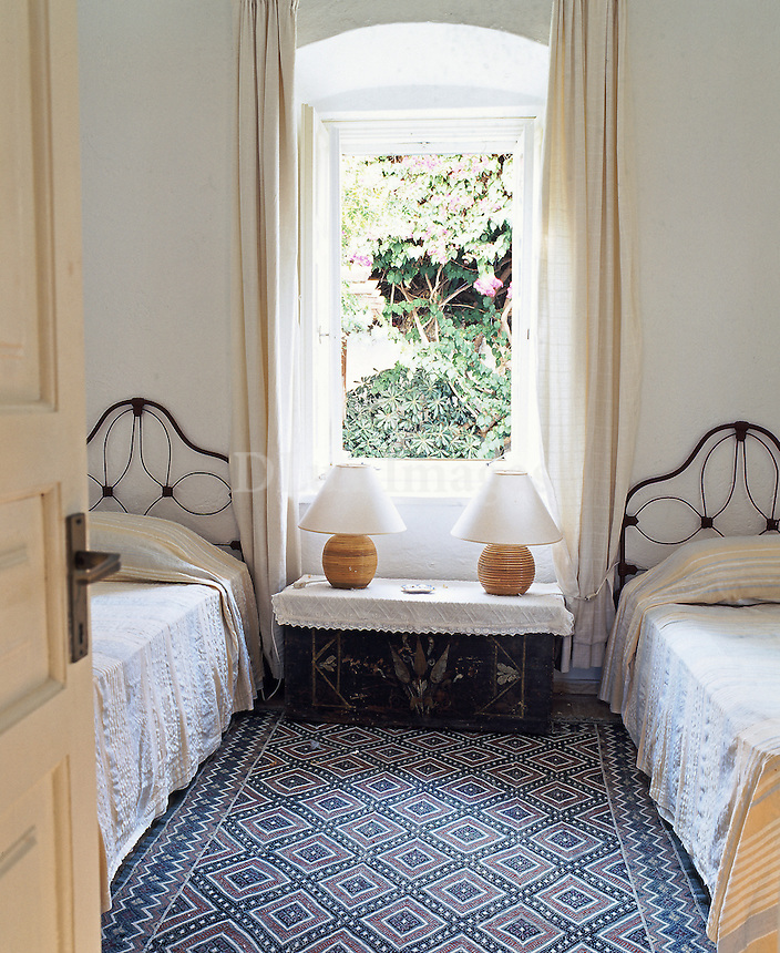 traditional iron beds