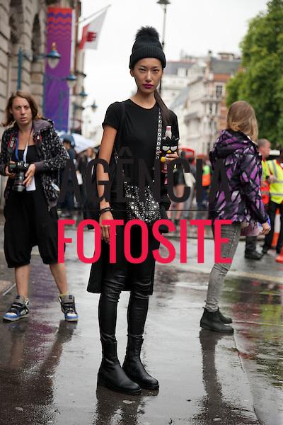 Londres, Inglaterra &sbquo;16/09/2013 - Moda de rua durante a Semana de moda de Londres  -  Verao 2014. <br /> Foto: FOTOSITE