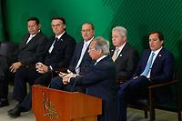 BRASILIA, DF, 07.01.2019: POLÍTICA-BRASÍLIA - O ministro da Economia, Paulo Guedes durante cerimônia de posse do presidente do Banco do Brasil, Rubem Novaes, do presidente do Banco Nacional de Desenvolvimento Econômico e Social (BNDES), Joaquim Levy e do presidente da Caixa Econômica Federal, Pedro Guimarães no Palácio do Planalto em Brasília (DF), nesta segunda-feira (07). (Anderson Papel/Código19)