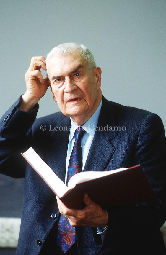 Federico Zeri (Roma, 12 agosto 1921 – Mentana, 5 ottobre 1998) è stato un critico d'arte italiano e scrittore. Torino Fiera internazionale del Libro 1990. © Leonardo Cendamo