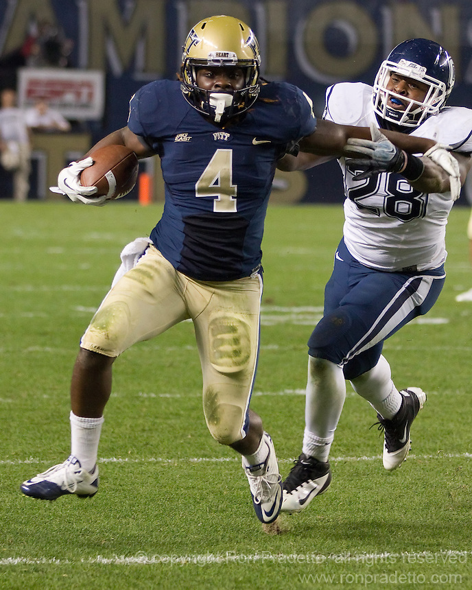 Pitt running back Zach Brown (4). The Pittsburgh Panthers beat the UCONN Huskies 35-20 at Heinz field in Pittsburgh, Pennsylvania on October 26, 2011.