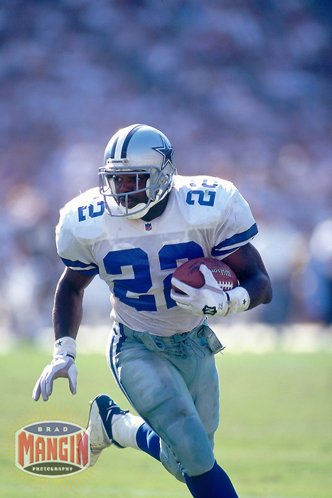 SAN DIEGO, CA - Emmitt Smith of the Dallas Cowboys in action during a game against the San Diego Chargers at Jack Murphy Stadium in San Diego, California in 1995. Photo by Brad Mangin