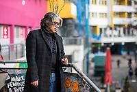 """Der tuerkischstaemmige Sozialarbeiter und Cafe-Besitzer Ercan Yasaroglu am Mittwoch den 22. Maerz 2017 vor seinem """"Cafe-Kotti"""" am Kottbusser Tor in Berlin-Kreuzberg.<br /> 22.3.2017, Berlin<br /> Copyright: Christian-Ditsch.de<br /> [Inhaltsveraendernde Manipulation des Fotos nur nach ausdruecklicher Genehmigung des Fotografen. Vereinbarungen ueber Abtretung von Persoenlichkeitsrechten/Model Release der abgebildeten Person/Personen liegen nicht vor. NO MODEL RELEASE! Nur fuer Redaktionelle Zwecke. Don't publish without copyright Christian-Ditsch.de, Veroeffentlichung nur mit Fotografennennung, sowie gegen Honorar, MwSt. und Beleg. Konto: I N G - D i B a, IBAN DE58500105175400192269, BIC INGDDEFFXXX, Kontakt: post@christian-ditsch.de<br /> Bei der Bearbeitung der Dateiinformationen darf die Urheberkennzeichnung in den EXIF- und  IPTC-Daten nicht entfernt werden, diese sind in digitalen Medien nach §95c UrhG rechtlich geschuetzt. Der Urhebervermerk wird gemaess §13 UrhG verlangt.]"""