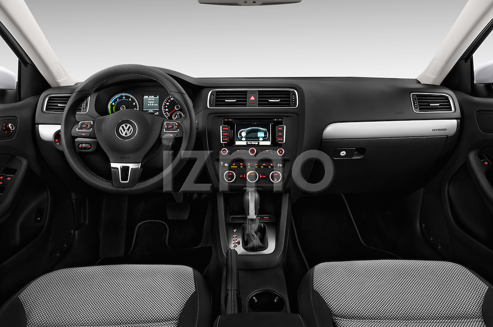 Straight dashboard view of a 2013 Volkswagen Jetta Comfortline Hybrid Sedan2013 Volkswagen Jetta Comfortline Hybrid Sedan