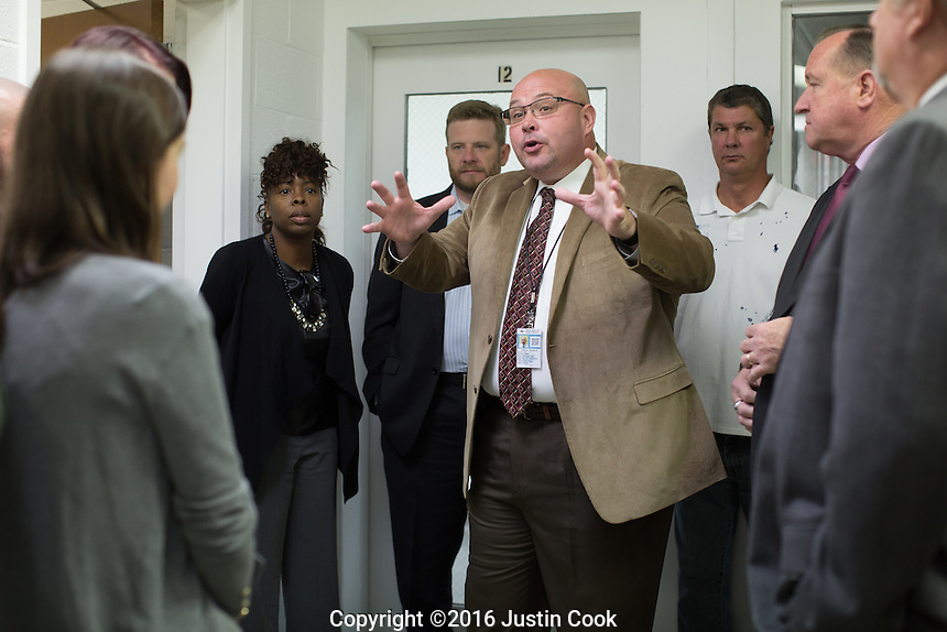 Edward Thomas, Warden at Central Prison, talks to a group during a tour of the prison in Raleigh, NC on Thursday, November 17, 2016. (Justin Cook)