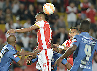 BOGOTÁ - COLOMBIA -29-09-2015: Wilson Morelo (C) jugador de Independiente Santa Fe (COL) disputa el balón con Oscar Bagui (Izq) jugador de Emelec (ECU) durante partido de vuelta por octavos de final, llave C, de la Copa Sudamericana 2015 jugado en el estadio Nemesio Camacho El Campín de la ciudad de Bogota./ Wilson Morelo (C) player of Independiente Santa Fe (COL) vies for the ball with Oscar Bagui (L) player of Emelec (ECU) during the second leg match for the knockout stages, key C, of the Copa Sudamericana 2015 played at Nemesio Camacho El Campin stadium in Bogota city.  Photo: VizzorImage/ Gabriel Aponte /Staff