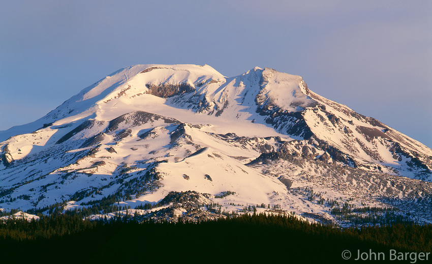 69ORCAC_014 - USA, Oregon, Deschutes National Forest, South Sister at sunrise with first autumn snow.