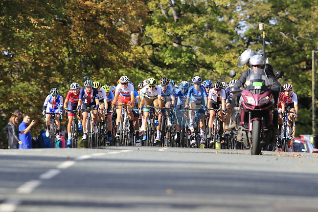 The main bunch arrive in Harrogate during the Women Elite Road Race of the UCI World Championships 2019 running 149.4km from Bradford to Harrogate, England. 28th September 2019.<br /> Picture: Eoin Clarke | Cyclefile<br /> <br /> All photos usage must carry mandatory copyright credit (© Cyclefile | Eoin Clarke)