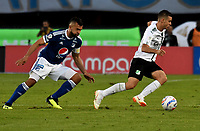 BOGOTÁ - COLOMBIA, 19-08-2018: Andrés Cadavid (Izq.) jugador de Millonarios disputa el balón con Nicolás Benedetti (Der.) jugador de Deportivo Cali, durante partido de la fecha 5 entre Millonarios y Deportivo Cali, por la Liga Aguila II-2018, jugado en el estadio Nemesio Camacho El Campin de la ciudad de Bogota. / Andres Cadavid (L) player of Millonarios vies for the ball with Nicolas Benedetti (R) player of Deportivo Cali, during a match of the 5th date between Millonarios and Deportivo Cali, for the Liga Aguila II-2018 played at the Nemesio Camacho El Campin Stadium in Bogota city, Photo: VizzorImage / Luis Ramirez / Staff.