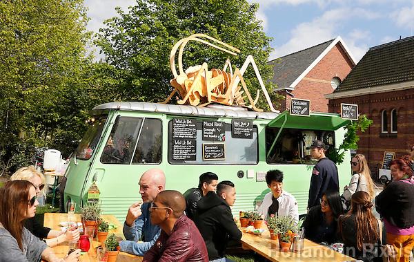 Amsterdam Westerpark. Foodfestival De Rollende keukens. Snacks gemaakt van insecten