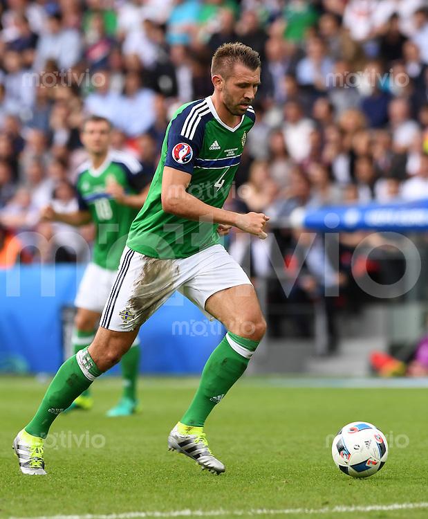 FUSSBALL EURO 2016 GRUPPE C IN PARIS Nordirland - Deutschland     21.06.2016 Gareth McAuley (Nordirland)