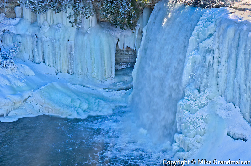 The Kagawong River flows over icy Bridal Veil Falls. Manitoulin Island<br />