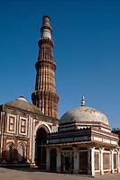 Indien, Delhi, Qutab Minar + Alai Daewaza, Unesco-Weltkulturerbe