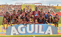IBAGUE - COLOMBIA -  26 - 11 - 2017: Los jugadores de Deportes Tolima, posan para una foto durante partido de ida por la Liga Aguila II 2017 entre Deportes Tolima y Atletico Nacional,  jugado en el estadio Manuel Murillo Toro de la ciudad de Ibague. / Players of Deportes Tolima, pose for a picture during a match of the first leg for the Aguila League II 2016, between Deportes Tolima and Atletico Nacional,  played at Manuel Murillo Toro stadium in Ibague city. Photo: VizzorImage / Juan Carlos Escobar / Cont.