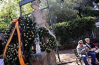 Roma, 17 Aprile 2011Quadraro 67° anniversarioDeposizione di corone in Largo dei Quintili e nel parco 17 Aprile per ricordare il rastrellamento del 17 Aprile 1944 e la deportazione di  947 uomini da parte dei nazifascisti..Intervengono il Presidente del Municipio VI Gianmarco Palmieri e il Presidente del Municipio X Sandro Medici e rappresentanti di comune ('assessore alle Politiche educative, Gianluigi De Palo)  , provincia e regione