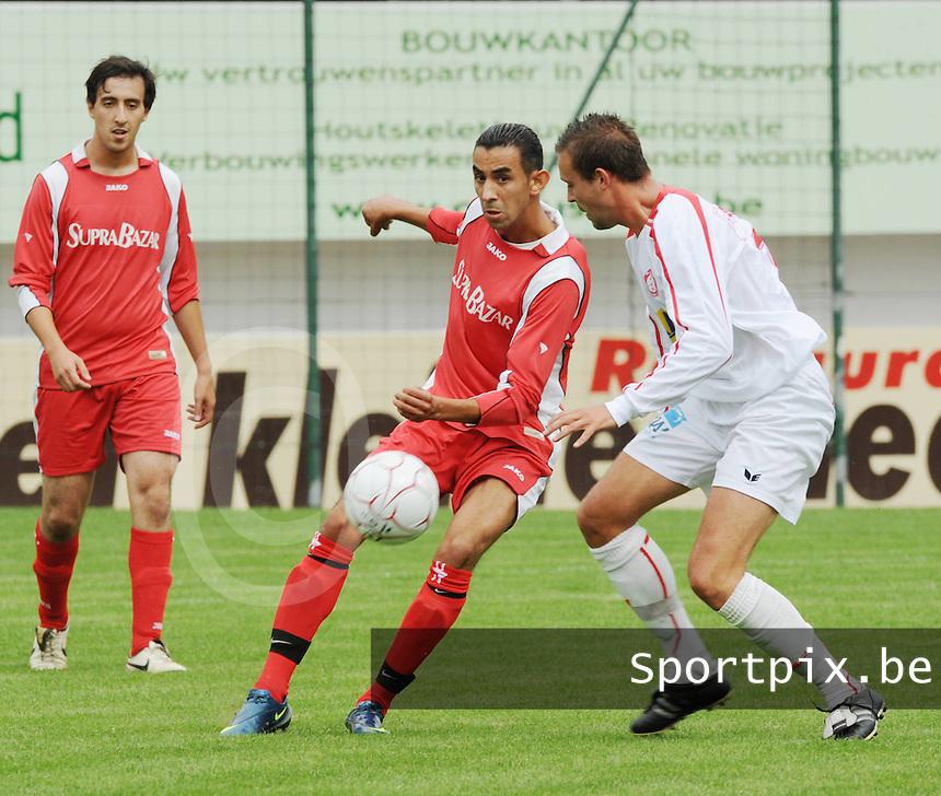 FC Gullegem - KSV Moorsele..Mourad Hathout haalt de bal weg voor Jelle Verstraete (rechts)..foto VDB / BART VANDENBROUCKE