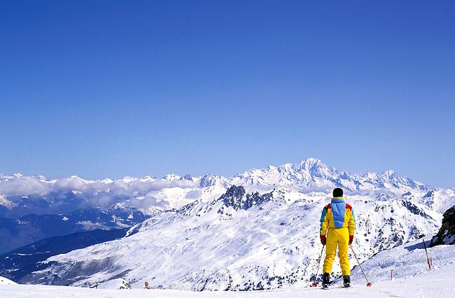France, Savoie, Les Menuires. Un skieur. *** A skier, Les Menuires. Savoie, France.
