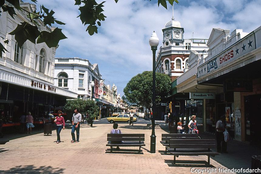 Fremantle: Pedestrian Mall. Town Hall--back left. Photo '82.