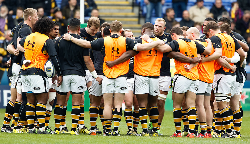 Wasps team huddle during the pre match warm up<br /> <br /> Photographer Simon King/CameraSport<br /> <br /> Rugby Union - European Rugby Champions Cup Semi Final - Saracens v Wasps - Saturday 23rd April 2016 - Madejski Stadium - Reading<br /> <br /> &copy; CameraSport - 43 Linden Ave. Countesthorpe. Leicester. England. LE8 5PG - Tel: +44 (0) 116 277 4147 - admin@camerasport.com - www.camerasport.com