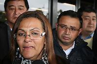 SAO PAULO, SP, 25 DE JUNHO DE 2013 -  CASO BIANCA CONSOLI - A mãe de Bianca, Marta sai do julgamento do motoboy Sandro Dota, no Fórum Criminal da Barra Funda em São Paulo, SP, nesta terça-feira (23). Ele é acusado de matar a estudante Bianca Consoli, 19 anos, em setembro de 2011. FOTO: MAURICIO CAMARGO / BRAZIL PHOTO PRESS