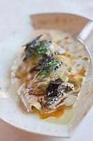 Europe/France/Rhone-Alpes/73/Savoie/Méribel: raviole aux champignons d'hiver avec son  émulsion de cèpes - recette de Marc Dach de l'Hôtel-restaurant: Le Grand Coeur