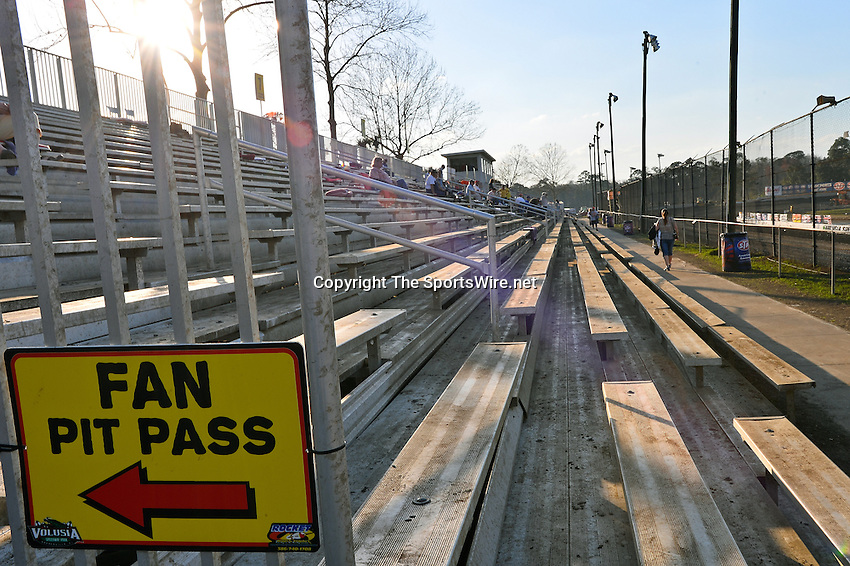 Feb 20, 2014; 5:06:44 PM;  Barberville, FL, USA;  World of Outlaws Late Model Series for 43rd Annual DIRTcar Nationals presented by Summit Racing Equipment at Volusia Speedway Park.  Mandatory Credit: (thesportswire.net)
