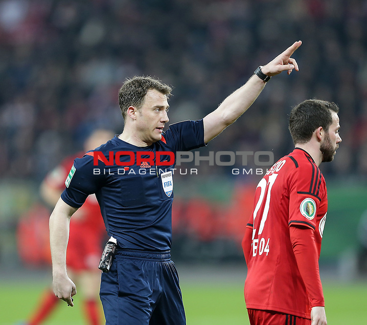 08.04.2015, BayArena, Leverkusen, DFB Pokal, Bayer 04 Leverkusen vs. Bayern M&uuml;nchen<br /> Schiedsrichter Felix Zwayer<br /> Foto &copy; nordphoto /  Bratic
