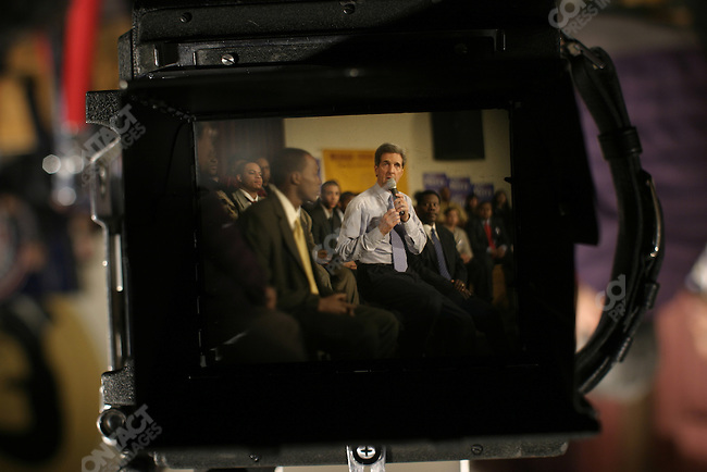 John Kerry brings his Presidential campaign to speak to a largely African American audience at Medger Evers college in Brooklyn, NY, February 28, 2004.