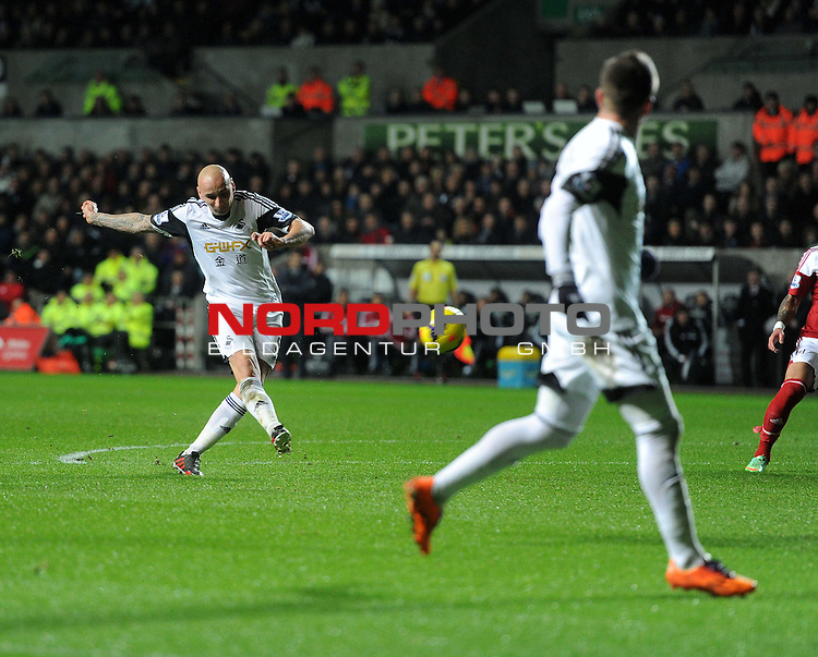 Swansea City's Jonjo Shelvey shoots at goal. -  28/01/2014 - SPORT - FOOTBALL - Liberty Stadium - Swansea - Swansea City v Fulham - Barclays Premier League<br /> Foto nph / Meredith<br /> <br /> ***** OUT OF UK *****