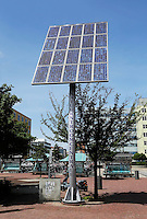Natuurstroomcentrale met zonnepanelen bij Centraal Station Zaandam