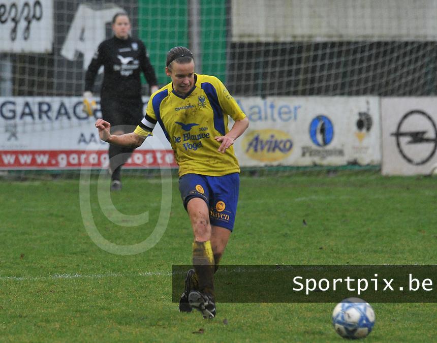 Club Brugge - STVV : Lore Vanschoenwinkel.foto Joke Vuylsteke / Vrouwenteam.be