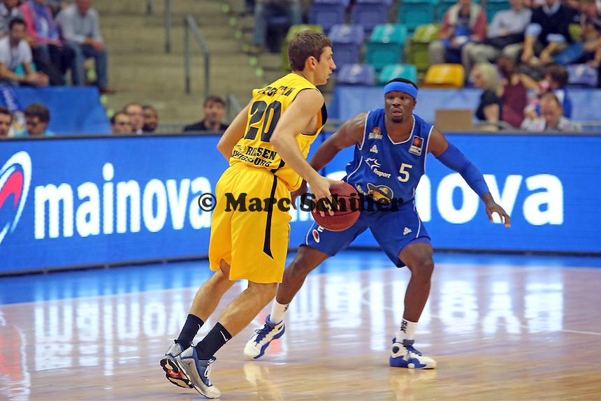 Michael Stockton (Ludwigsburg) gegen Dawan Robinson (Skyliners) - Fraport Skyliners vs. MHP Riesen Ludwigsburg, Fraport Arena Frankfurt