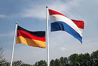 Duitse  en Nederlandse vlag