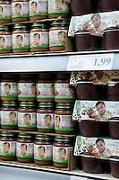 August 3 2005 Montreal (Qc) CANADA<br /> <br /> Organic Baby Food<br /> Nourriture  biologiques pour bebe, chez Loblaw's,<br /> Photo : (c) by Pierre Roussel/ IMAGES DISTRIBUTION