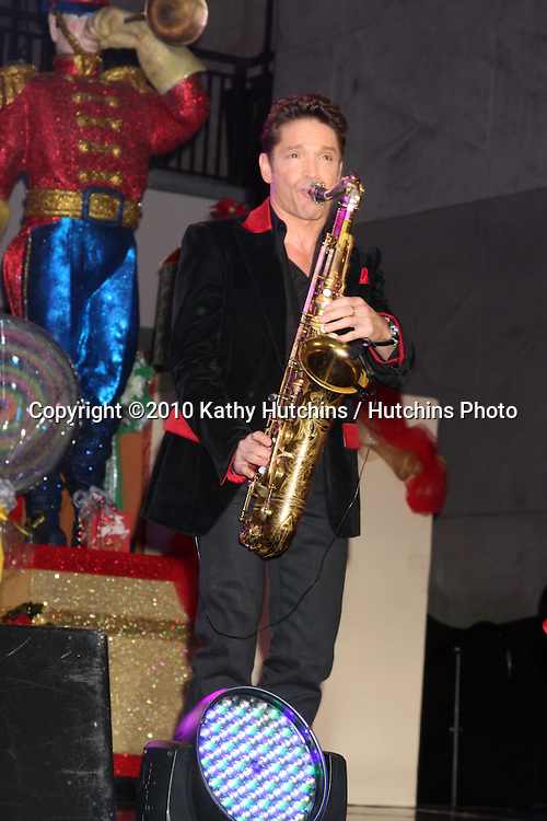 LOS ANGELES - NOV 20:  Dave Koz at the Hollywood & Highland Tree Lighting Concert 2010  at Hollywood & Highland Center Cour on November 20, 2010 in Los Angeles, CA