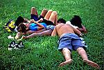 Namoro no Parque do Ibirapuera. São Paulo. 1998. Foto de Juca Martins.