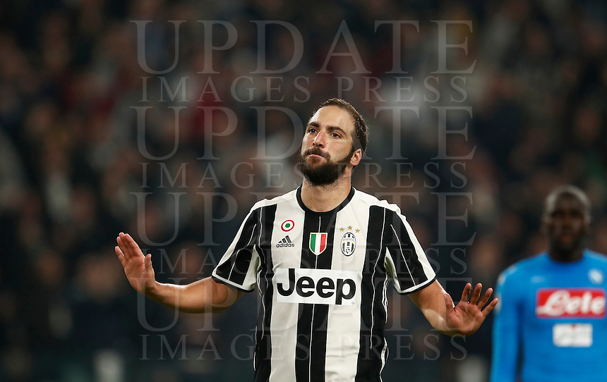 Calcio, Serie A: Juventus Stadium. Torino, Juventus Stadium, 29 ottobre 2016.<br /> Juventus' Gonzalo Higuain celebrates after scoring the winning goal during the Italian Serie A football match between Juventus and Napoli at Turin's Juventus Stadium, 29 October 2016. Juventus won 2-1.<br /> UPDATE IMAGES PRESS/Isabella Bonotto