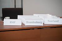 8. Sitzung des &quot;1. Untersuchungsausschuss&quot; der 19. Legislaturperiode des Deutschen Bundestag am Donnerstag den 26. April 2018 zur Aufklaerung des Terroranschlag durch den islamistischen Terroristen Anis Amri auf den Weihnachtsmarkt am Berliner Breitscheidplatz im Dezember 2016.<br /> Es fand an diesem Sitzungstag eine oeffentliche Anhoerung von sieben Sachverstaendigen und einem AfD-Foerderer zum Thema: &quot;Gewaltbereiter Islamismus und Radikalisierungsprozesse&quot; statt.<br /> Im Bild: Platzschilder der fuer die Sitzplaetze Bundeslaender.<br /> 26.4.2018, Berlin<br /> Copyright: Christian-Ditsch.de<br /> [Inhaltsveraendernde Manipulation des Fotos nur nach ausdruecklicher Genehmigung des Fotografen. Vereinbarungen ueber Abtretung von Persoenlichkeitsrechten/Model Release der abgebildeten Person/Personen liegen nicht vor. NO MODEL RELEASE! Nur fuer Redaktionelle Zwecke. Don't publish without copyright Christian-Ditsch.de, Veroeffentlichung nur mit Fotografennennung, sowie gegen Honorar, MwSt. und Beleg. Konto: I N G - D i B a, IBAN DE58500105175400192269, BIC INGDDEFFXXX, Kontakt: post@christian-ditsch.de<br /> Bei der Bearbeitung der Dateiinformationen darf die Urheberkennzeichnung in den EXIF- und  IPTC-Daten nicht entfernt werden, diese sind in digitalen Medien nach &sect;95c UrhG rechtlich geschuetzt. Der Urhebervermerk wird gemaess &sect;13 UrhG verlangt.]