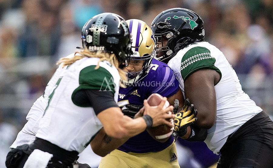 Joe Tryon breaks through to pressure Hawaii quarterback Cole McDonald.