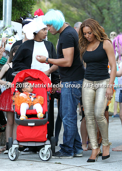 31 OCTOBER 2012 SYDNEY AUSTRALIA ..NON EXCLUSIVE ..Mel B and her family enjoy their first Australian Trick or Treat on Walleroy Avenue, Double Bay. Mel and her brood stopped by Hugh Jackman's place where a big Halloween Party was being held for friends and neighbours......*No internet without clearance*.MUST CALL PRIOR TO USE ..+61 2 9211-1088.Matrix Media Group.Note: All editorial images subject to the following: For editorial use only. Additional clearance required for commercial, wireless, internet or promotional use.Images may not be altered or modified. Matrix Media Group makes no representations or warranties regarding names, trademarks or logos appearing in the images.