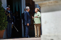 Mario Monti parla con la Cancelliera Tedesca Angela Merkel a Villa Madama prima del vertice tra Germania, Italia, Francia e Spagna..Italy's prime minister Mario Monti (L) with Germany's chancellor Angela Merkel at Villa Madama in Rome to attend a meeting with Spain German, France and Italy.