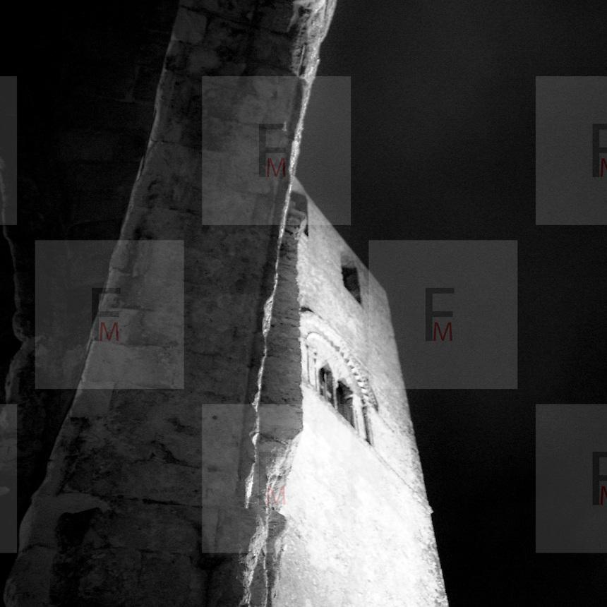 Erice a 750 metri sul monte omonimo, offre una vista spettacolare sulla città di Trapani e le Isole Egadi a nord ovest della costa siciliana..Vista notturna del campanile del Duomo di Erice   ..Erice is located on top of Mount Erice, at around 750m above sea level, overlooking the city of Trapani and the Aegadian Islands on Sicily's north-western coast, providing spectacular views..Night view by bell tower of the Erice's Dome.