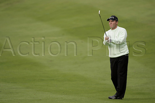 15 Oct 2004: French golfer Thomas Levet (FRA) plays his approach shot to the 7th green during his second round match against Padraig Harrington (IRE). HSBC World Matchplay Championship, Wentworth, England. Photo: Glyn Kirk/Actionplus....041015.golf golfer iron