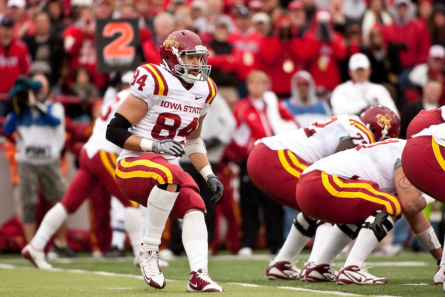 24 October 2009: Iowa State tight end Derrick Catlett in motion in the game  against Nebraska at Memorial Stadium, Lincoln, Nebraska. Iowa State defeats Nebraska 9 to 7.