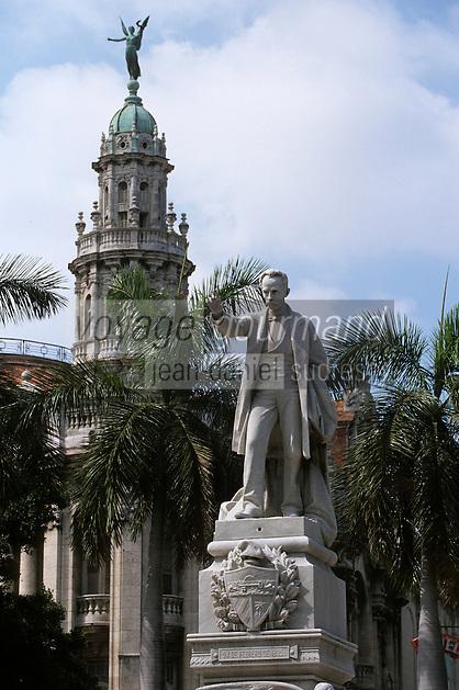 Cuba/La Havane: Parque central - Le Prado - Statue de José Marti - Leader indépendantiste, il lutta pour l'indépendance de Cuba au XIX ème siècle
