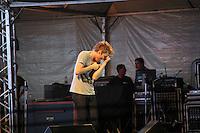 GUARUJA, SP, 08 DE JANEIRO 2012. VERAO SHOW GUARUJA- O cantor Michel Teló, no Verao Show do Guaruja, no Ginasio Guaibe, no Guaruja, na noite deste sabado, 7. FOTO MILENE CARDOSO - NEWS FREE